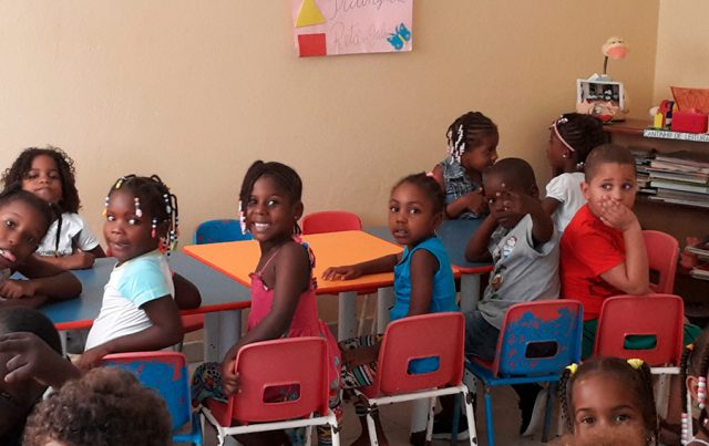 Bambini all'asilo Padre Pio a Sal Rei